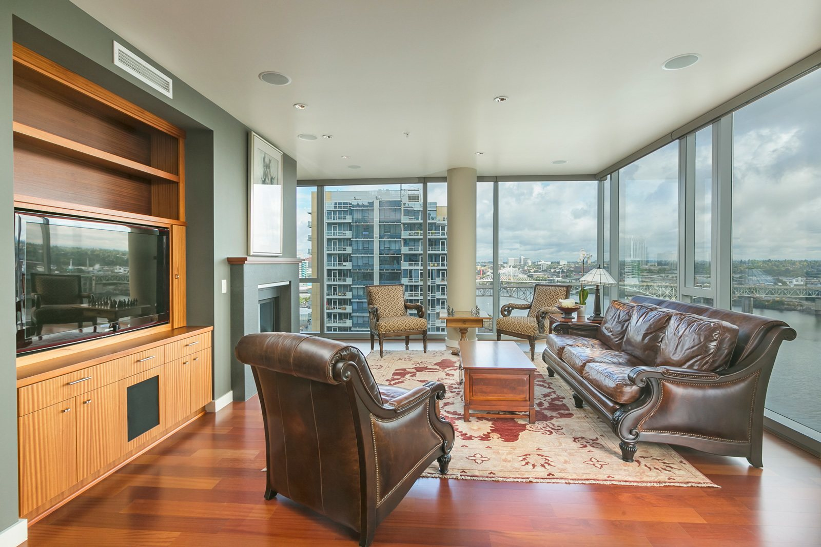 SOUTH WATERFRONT - ATWATER PLACE 0841-SW-Gaines-St-1706